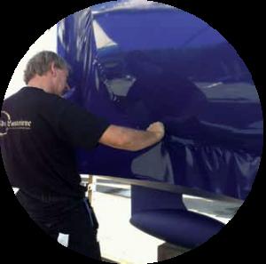 Boatwrap båd pakkes ind